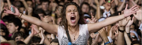 Screaming-female-fan